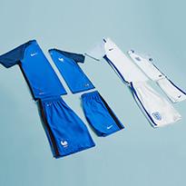 ملابس اللاعبين للأب وللابن لدى سن أند ساند سبورتس