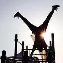تمارين رياضية باستخدام وزن الجسم – (كاليستنكس)
