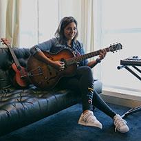 حديث الموسيقا والرياضة مع إيزي عبيدي