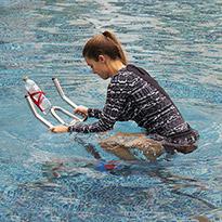 كيف تمارس ركوب الدراجة المائية (أكوا سبينينج) مع سن اند ساند سبورتس
